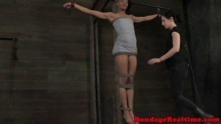 Ebony sub in extreme flogging session